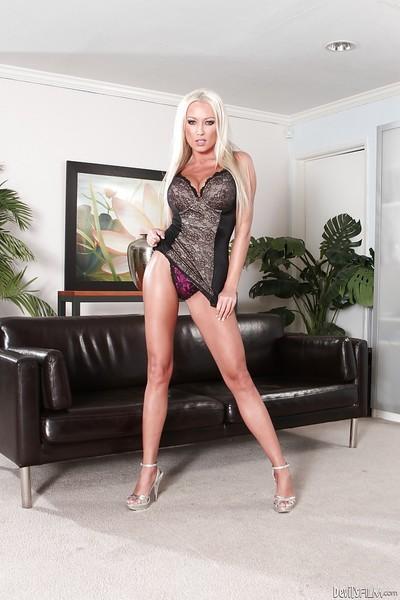 Blonde babe Jayden Lee demonstrates her awesome pornstar-like shape