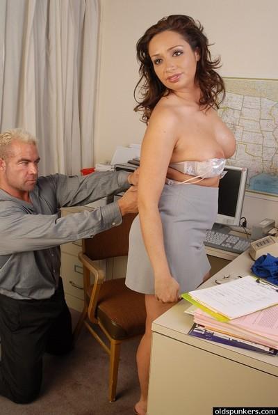 Milf Latina Vannah demonstrates her big boobies and suck skills