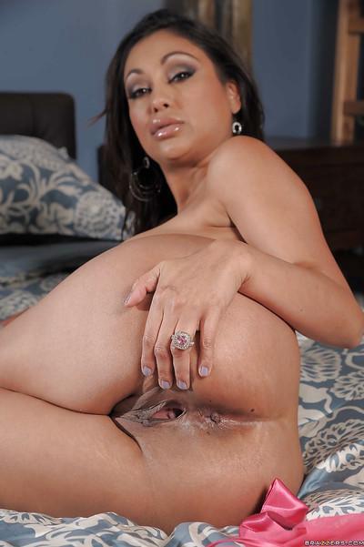 Curvaceous indian MILF Priya Anjali Rai stripping on the bed