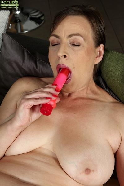 Overweight mature lady Sandra Green toying shaved granny cunt