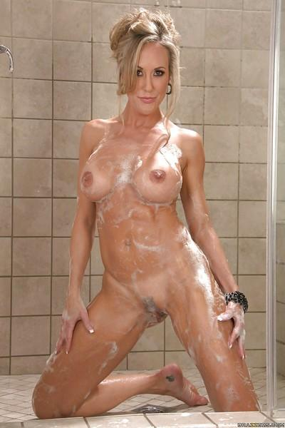 Great milf Brandi Love excites us with her awesome body in the bath