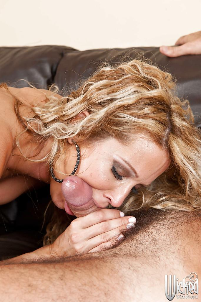 Alluring cougar gives amazing bj 9