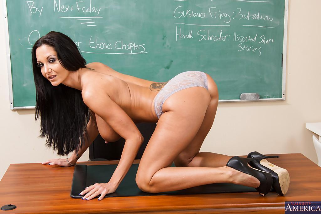 грудастая голая училка на каблуках фото