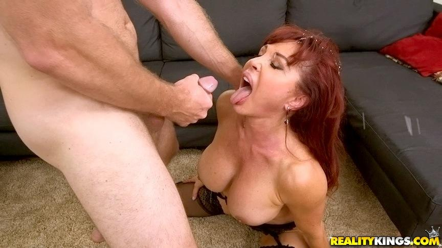 Milf chelsea zinn fucked on tennis court
