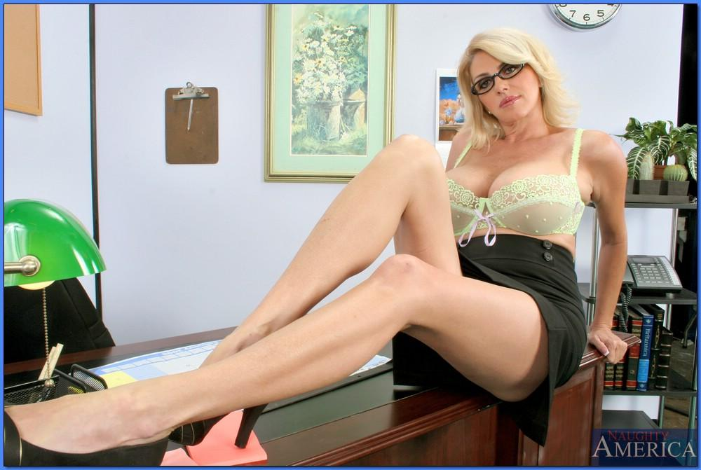 Download free More At Hot blonde fit milf cam model.