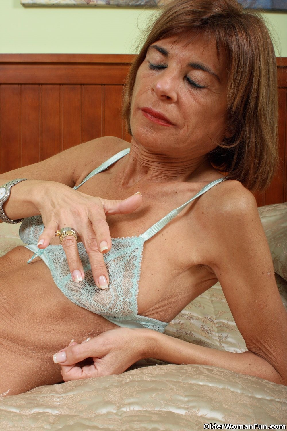 Big boobed curvy wife on real homemade 8