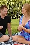 Dear cougar Holly Heart puts her cunt on dude\'s face eagerly