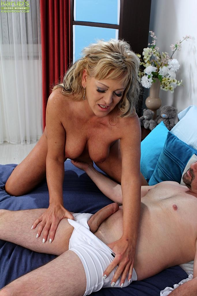 sucking picture Milf woman cock Beautiful