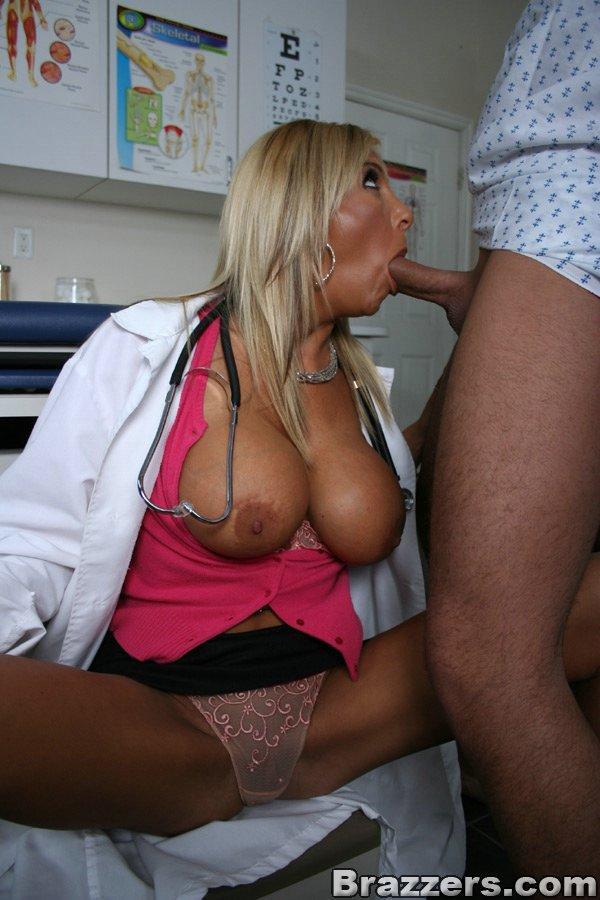 половых органах порно фото зрелой докторши даже