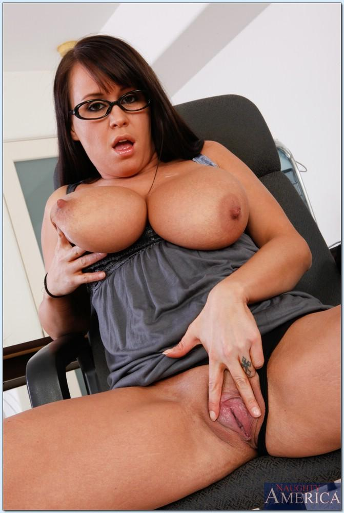 Chubby MILF in glasses Brandy Talore exposing her flabby tits and pussy