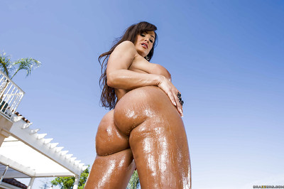 Salacious MILF Lisa Ann uncovering her gorgeous twists outdoor