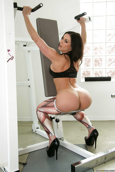 Captivating MILF in snazzy leggings revealing her amazingly hot butt