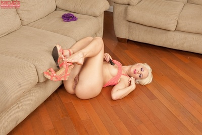 Big butt blond babe Anikka Albrite accepts nude after undressing