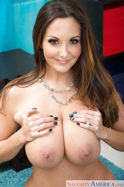 Chesty mama Ava Addams flaunting massive juggs subsequently erotic dancing without clothes