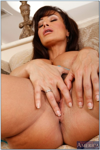 Fashionable MILF Lisa Ann is a daddy in sexy stockings.