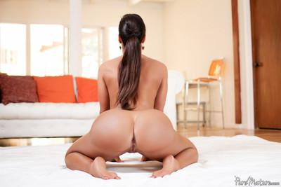 Pornstar lisa ann slides a stick inner her a-hole