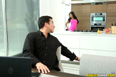 Dirty wife cassidy banks cheat smoking so close with her hubby i