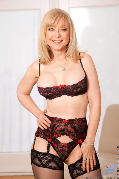Anilos nina hartley pleasures her bawdy cleft with her experienced fin