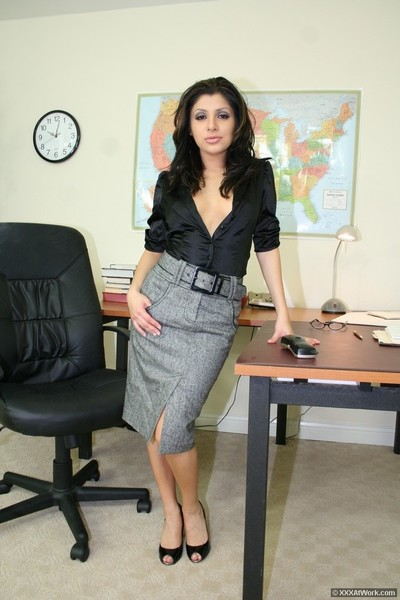 Hot secretary accepts screwed