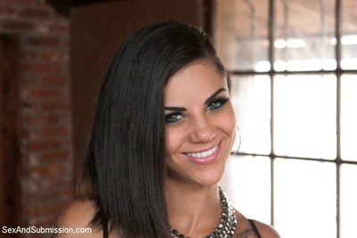 Tattoeed bonnie rotten squirts and growls during dug and punished during rough