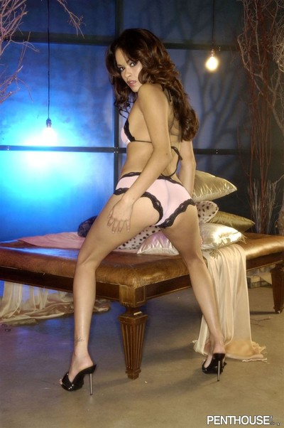 Daisy marie shows off her extreme body in pink panties