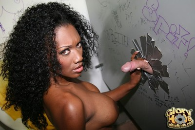 Charming brown naomi banxx suckin white at gloryhole