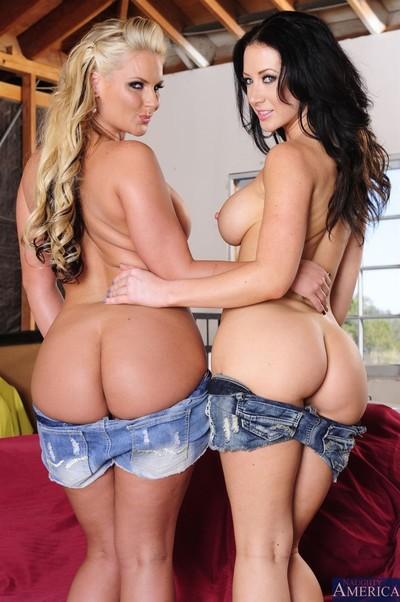 2 hot milfs dug in hardcore sex pictures