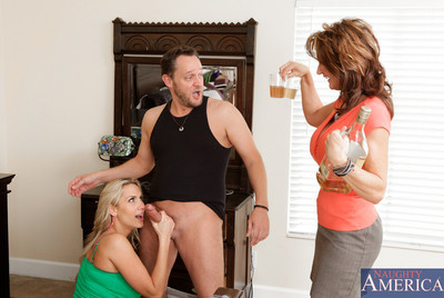 One auspicious guy gains to fuck equally alanah rae and milf deauxma