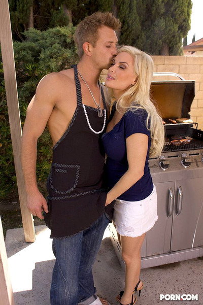 Diamond foxxx attains lots of meat at bbq