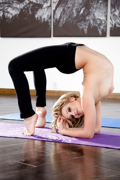 Blonde chicito Mia Malkova revealing hairy bawdy cleft after shedding yoga pants