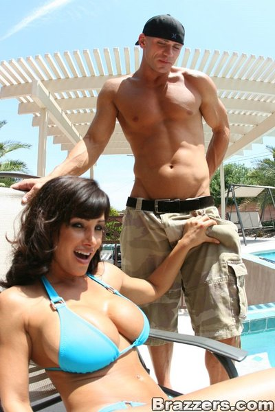 Rounded MILF Lisa Ann stripped off bikini and took a 10-Pounder in her muff