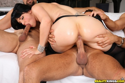 Groupsex makes Bobbi Starr participate blowjob and handjob she does easily