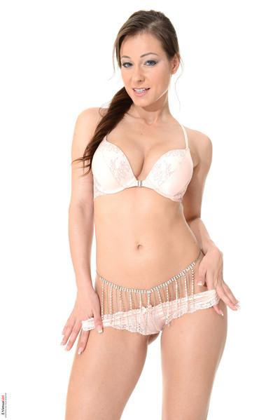 Lass brown hair melisa in her white brassiere and panties