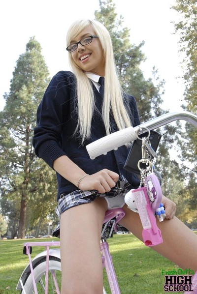 Innocent schoolgirl emma mae getting pounded in the park
