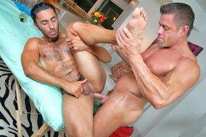 Gianni gets an oiled up asshole massage!