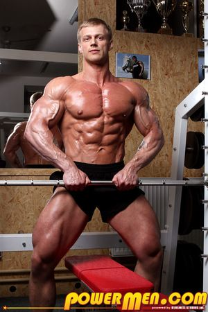 Tall, blond, lean and handsome, Nordic-looking Todd Morris is his gym s superstar - his gleaming muscles radiate power and strength, his diet is pure, his skin glows with health. All this takes discipline. But Todd has an additional secret - he believes e