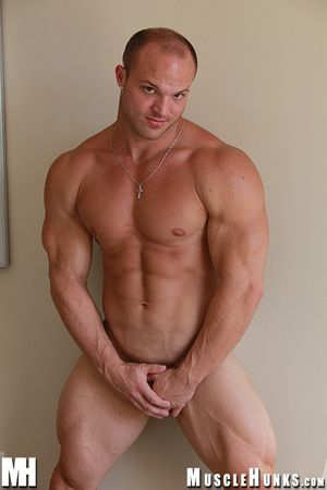 Beefy sex tackle Kyle Stevens bares all this week! A thick bodybuilder about a big ol splutter butt and thighs that could choke a bear, Kyle Stevens is the induce abut on mate when the clime starts alongside turn and the cold air starts alongside nip. Kyl