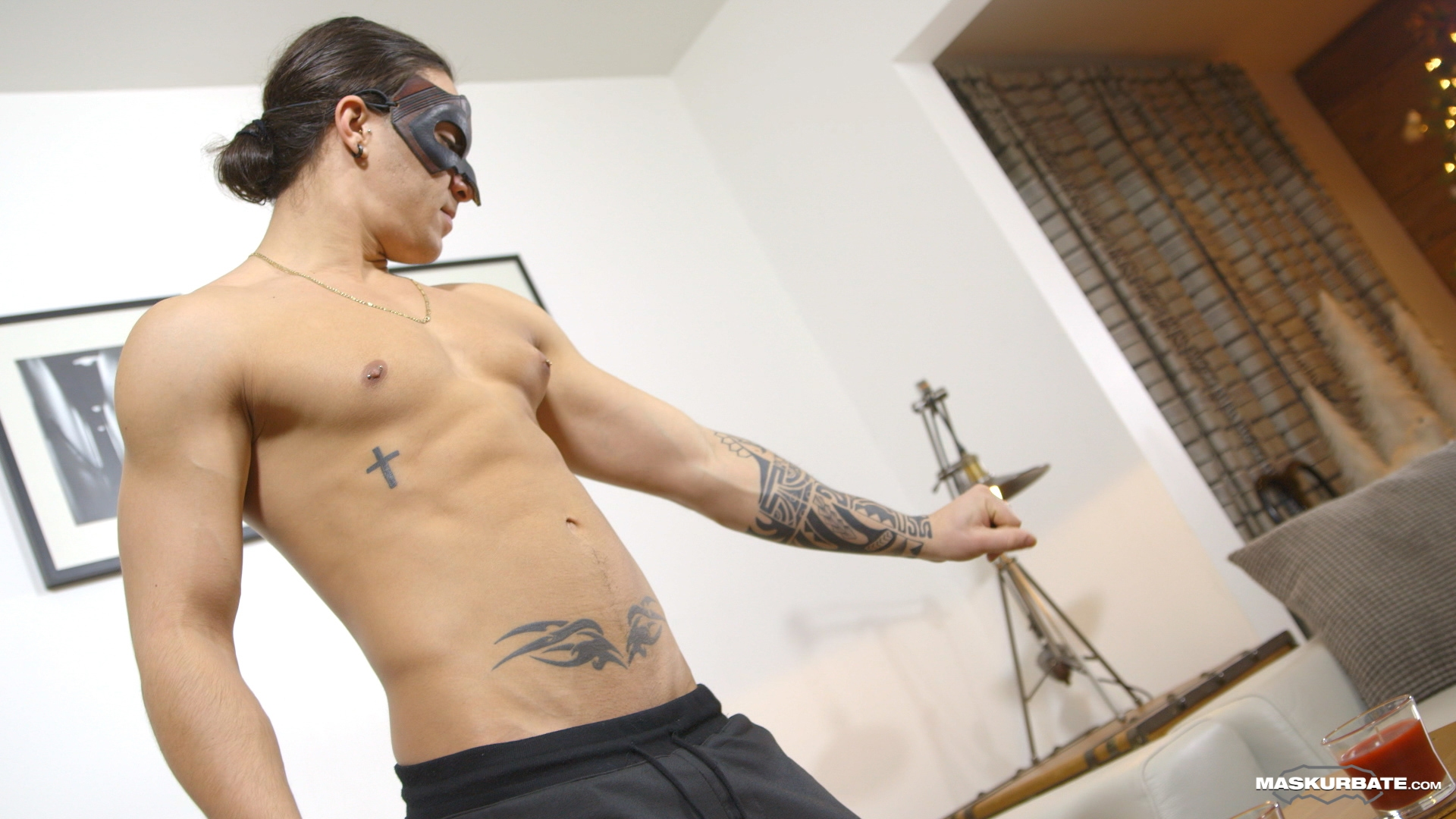 Young Kosta (a 21 excellence old) came to Maskurbate expecting his first porn shoot to be difficult plus intimidating. After a short make understandable Pascal, our newcomer felt relaxed enough to strip plus show us his tattoos. Kosta goes to the gym regu