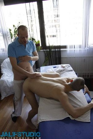 When Jason Stormme goes for a sensual massage, he ends with at bottom just a rub down. Dean Gibbs gifted hands, mouth and lenghty load of shit keeps on giving until Jason leaves really satisfied....