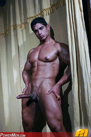 Pepe Mendoza shows off his latin blarney and muscle for all to see in his latest scene for PowerMen.com!