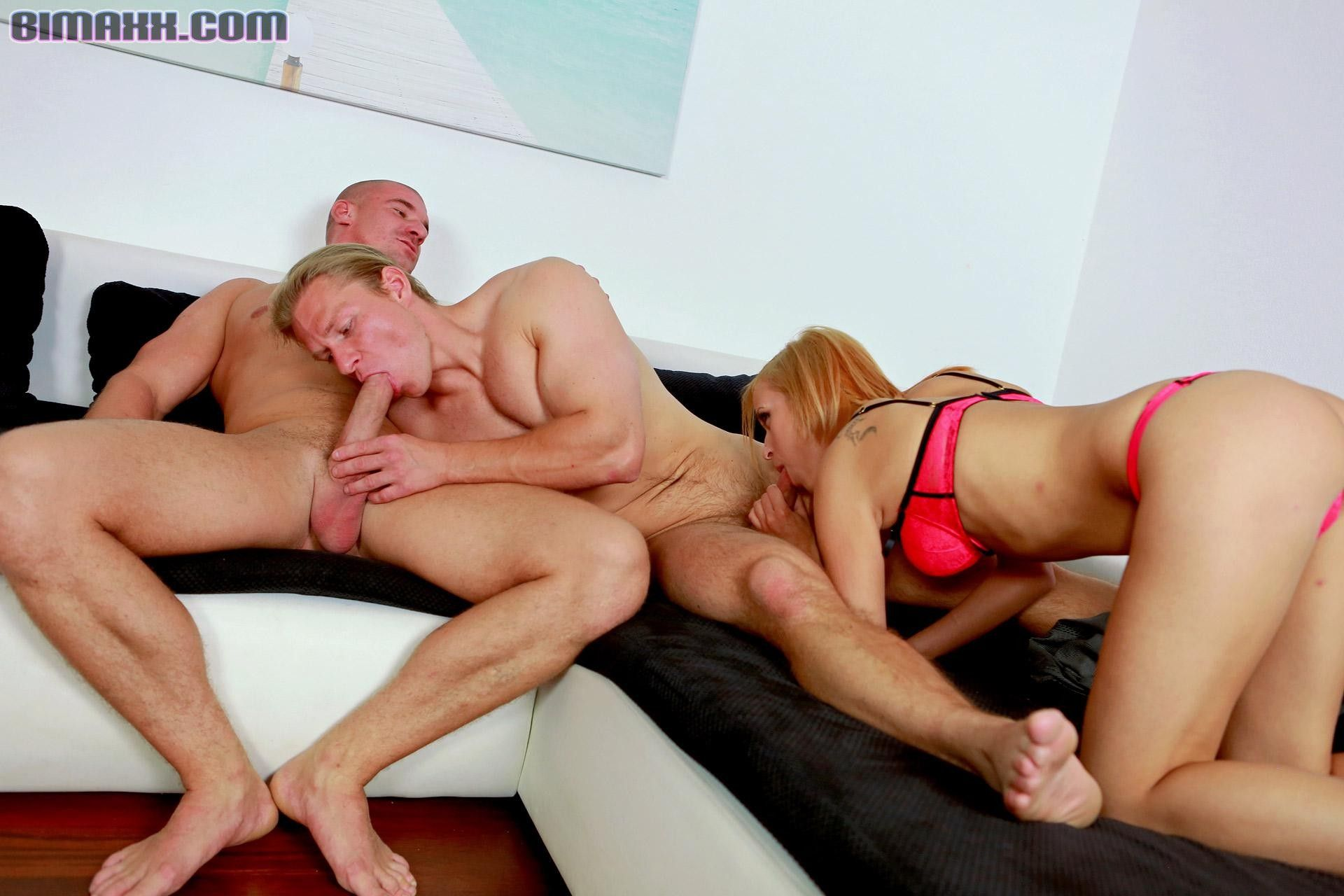 Bisexual Studs Fucking And Creaming A Babe