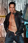 Marcello the hunk debilitating tight leather and masturbating