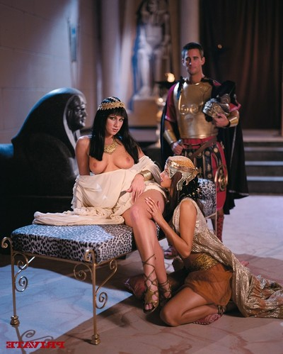 Cleopatra julia taylor benefits from her slit hard slammed