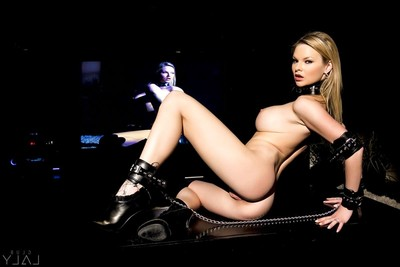 Tarra white going hot with twofold massive knobs
