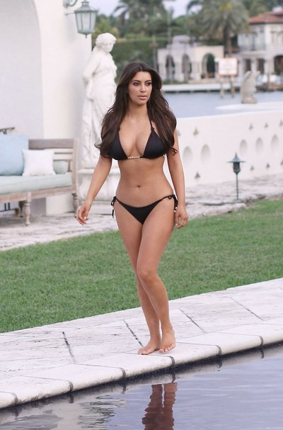 Untamed celeb kim kardashian plays in bikini