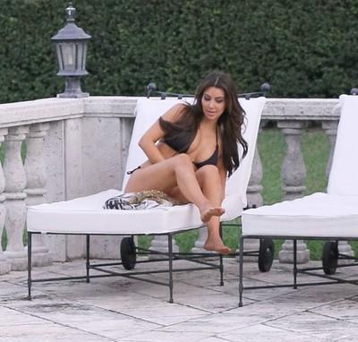 Untamed celeb kim kardashian plays in bikini