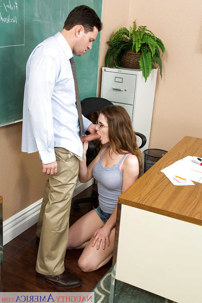Sinless coed Molly Jane gives her daddy a smokin