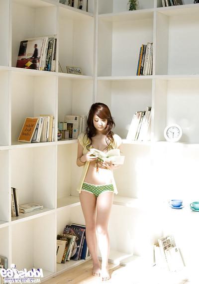 Amazingly delightful Japanese cutie Suzuka Ishikawa uncovering her delightful distorts