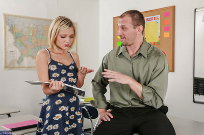 Coed R/T juvenile Dakota Skye sucks vast ramrod of her non-traditional advisor