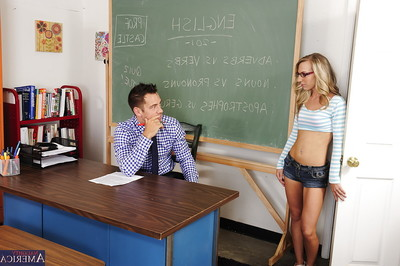 Chippy coed Kiarra Knight purchases her smooth on top cum-hole nailed by her appealing mentor